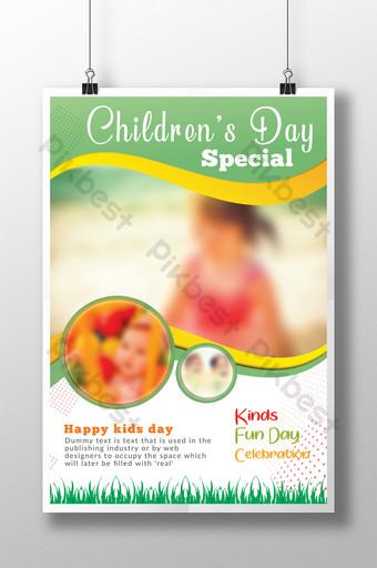 Modèles de flyers spéciaux pour la journée des enfants heureux avec des rayures dorées sur fond vert et blanc Modèle PSD