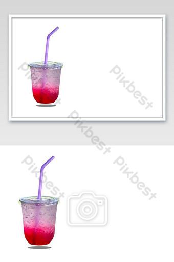 Jugo rojo aislado con hielo en un vaso de plástico sobre fondo blanco con trazado de recorte Fotografía Modelo JPG