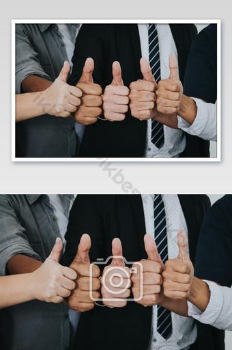 gente de negocios asiática pulgar hacia arriba muy buen símbolo juntos foto Fotografía Modelo JPG