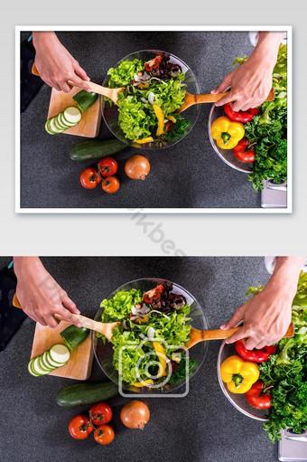 طبخ سلطة الخضار في صور المطبخ التصوير قالب JPG