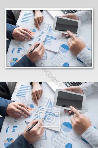 Les mains de l'équipe commerciale à travailler avec le plan d'affaires et une tablette sur le bureau La photographie Modèle JPG