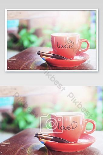 uma xícara de café quenteeeeee com foto de carta de amor Fotografia Modelo JPG