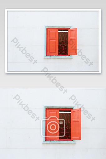 крупным планом красное окно на белом фоне фото фотография шаблон JPG