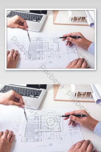Ingénieur ou architecte créatif dans le projet de construction Ingénieurs mains photo de travail La photographie Modèle JPG