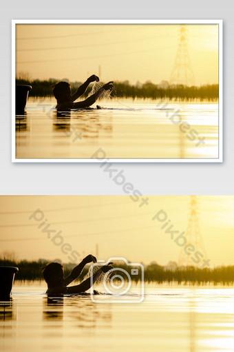 ayutthaya, tailandia, 20 de julio, silueta, de, pescador, pez, captura, en, grande, pantano Fotografía Modelo JPG