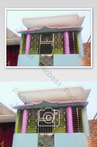 يبدو تصميم باب هذا المبنى لطيفًا للغاية الموافقة المسبقة عن علم للمنزل الهندي التصوير قالب JPG