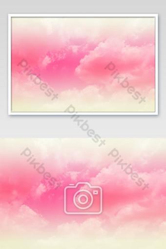 hermoso cielo y nubes en color pastel suave nube rosa suave en el color de fondo del cielo Fotografía Modelo JPG