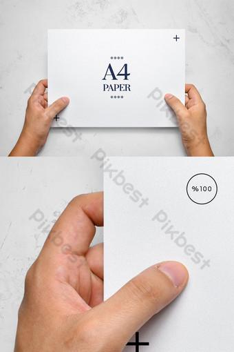 Maquette de mains tenant du papier flyer Modèle PSD