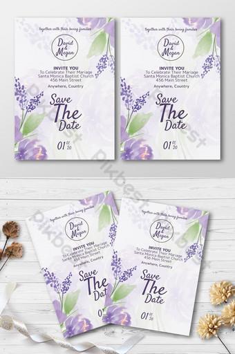 Tarjeta de invitación de boda de tema púrpura con lindo adorno floral en fondo blanco. Modelo PSD
