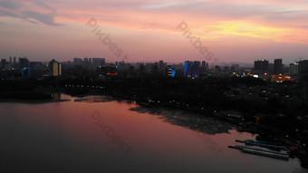 1080p التصوير الجوي مدينة غروب الشمس صورة ظلية سطح البحيرة فيديو قالب AEP